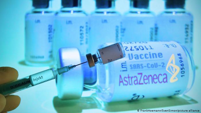 Μόσιαλος : Αποτελεσματικό και για τους άνω των 55/65 ετών το εμβόλιο της AstraZeneca | tovima.gr