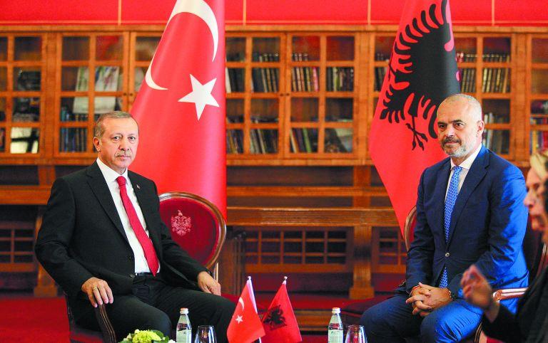 Εκτουρκισμός : Πώς το μακρύ χέρι της Αγκυρας «σφιχταγκαλιάζει» την Αλβανία – Η αμηχανία της Ελλάδας | tovima.gr