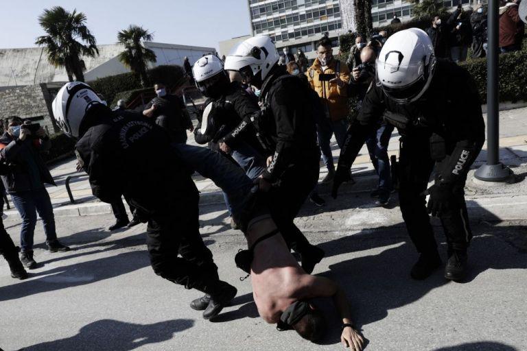 Συνεχίζεται η κατάληψη στο κτίριο του ΑΠΘ – Συγκέντρωση και πορεία για τους 31 συλληφθέντες | tovima.gr