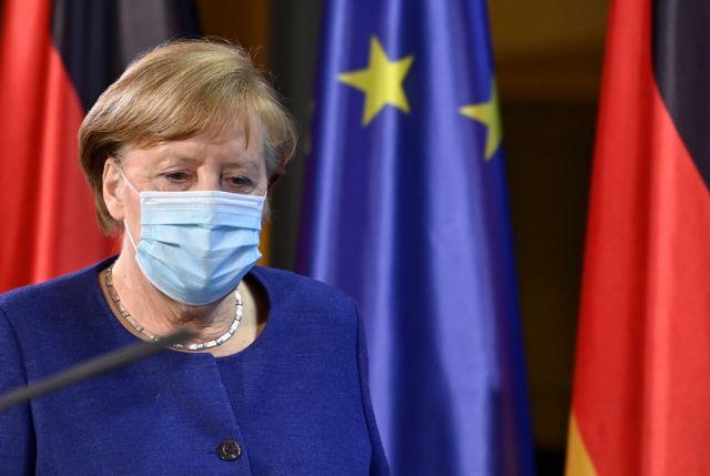 Μέρκελ : Απορρίπτει δημόσιο εμβολιασμό με το εμβόλιο της Astrazeneca | tovima.gr