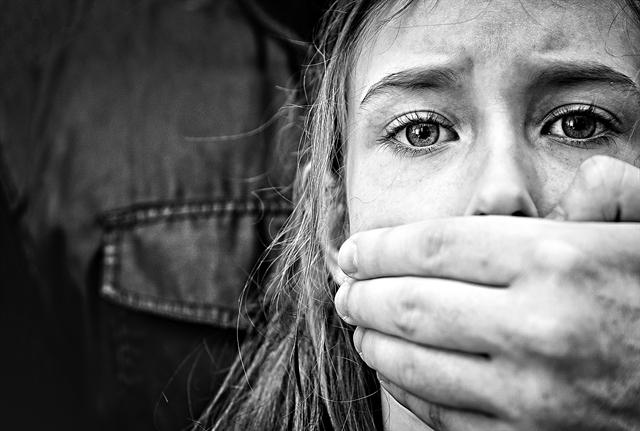Παιδοφιλία, ένα «βουβό έγκλημα» – Το προφίλ των δραστών | tovima.gr