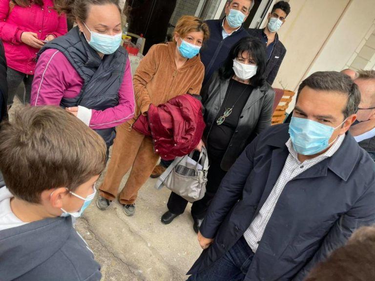 Τσίπρας: Να εμβολιαστούν κατ' εξαίρεση οι σεισμόπληκτοι | tovima.gr