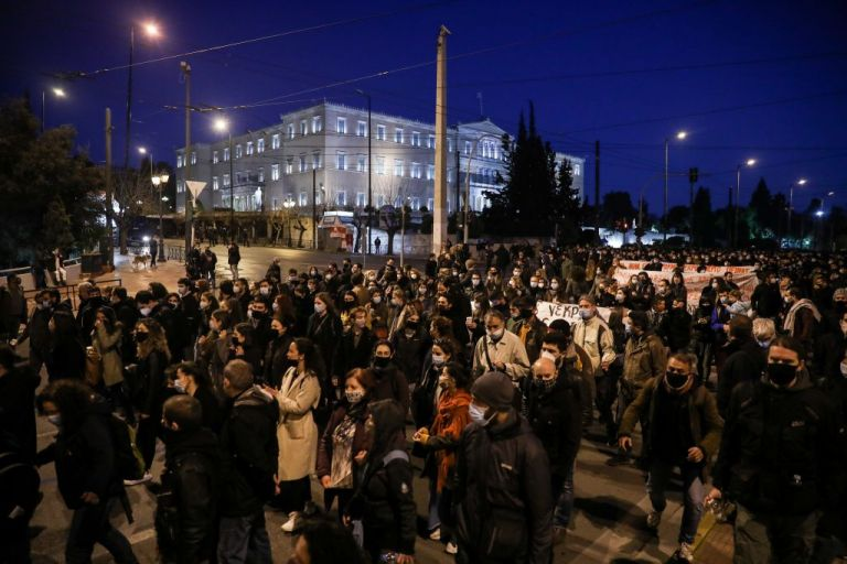 Βασιλακόπουλος στο MEGA : «Δεν υπάρχει συνωστισμός που είναι ασφαλής» – «Καμπανάκι» και για τις πορείες | tovima.gr