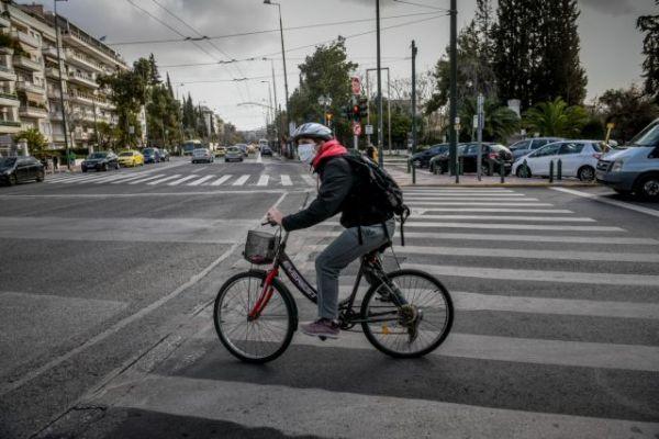 Lockdown : Ολες οι αλλαγές στις μετακινήσεις – Πώς θα αποφύγετε το πρόστιμο | tovima.gr