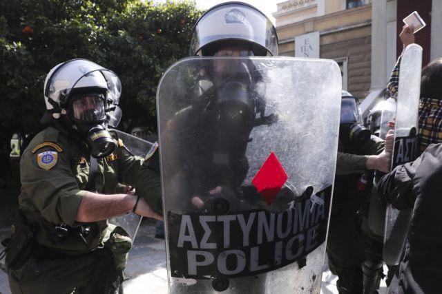Μπαράζ επιθέσεων σε διάφορα σημεία της Αττικής – 7 συλλήψεις στη συγκέντρωση για Κουφοντίνα | tovima.gr
