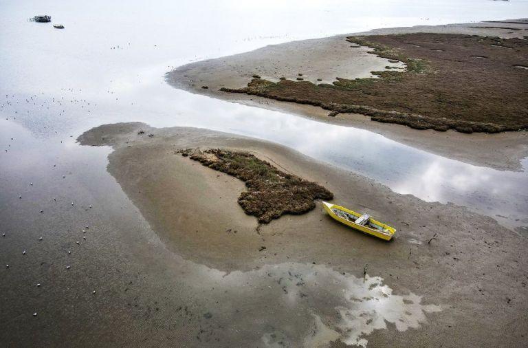 Χαμηλή στάθμη της θάλασσας : Πού οφείλεται το φαινόμενο των τελευταίων ημερών | tovima.gr