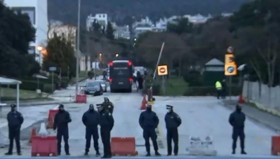 Αντιπολίτευση: Ν' απελευθερωθούν οι συλληφθέντες της αστυνομικής επιχείρησης στο ΑΠΘ   tovima.gr
