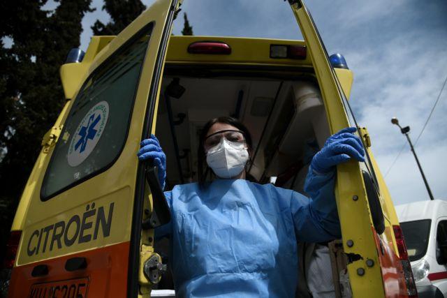 ΕΚΑΒ : «Μάτια πρησμένα, χέρια μουλιασμένα» – Συγκλονίζουν οι φωτογραφίες διασωστών μετά από μία βάρδια   tovima.gr