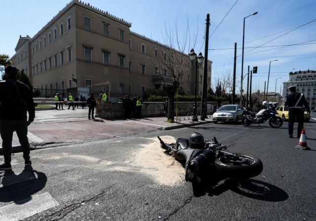 Τροχαίο στη Βουλή : Συγκλονίζει η σύζυγος του άνδρα στον οποίο «χτυπά» η καρδιά του Ιάσονα | tovima.gr