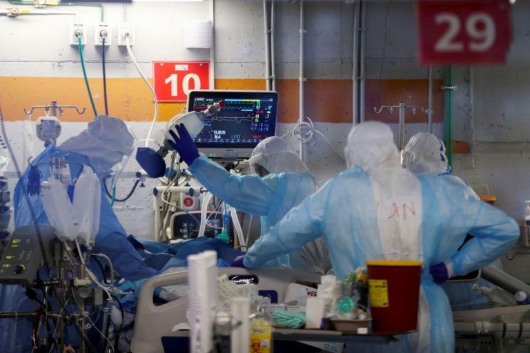 Κορωνοϊός : Συναγερμός για κρούσμα με συνδυασμό μεταλλάξεων – Οι παραλλαγές του ιού «γονατίζουν» τα νοσοκομεία | tovima.gr