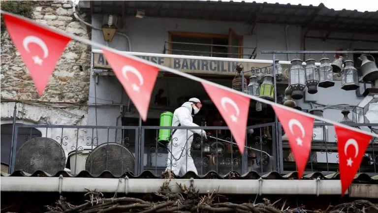 Ο κορωνοϊός σφυροκοπά και την Τουρκία:  Πάνω από 100 οι νεκροί σε 24 ώρες | tovima.gr