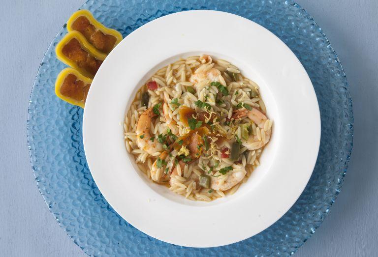Κριθαράκι με λαχανικά, γαρίδες και αβγοτάραχο | tovima.gr