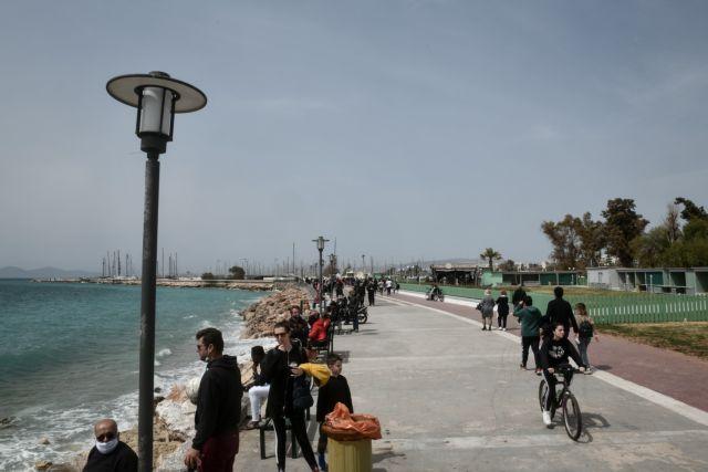 Lockdown : Ξεχύθηκαν και πάλι στις παραλίες οι πολίτες για να… «γεμίσουν» μπαταρίες [εικόνες] | tovima.gr