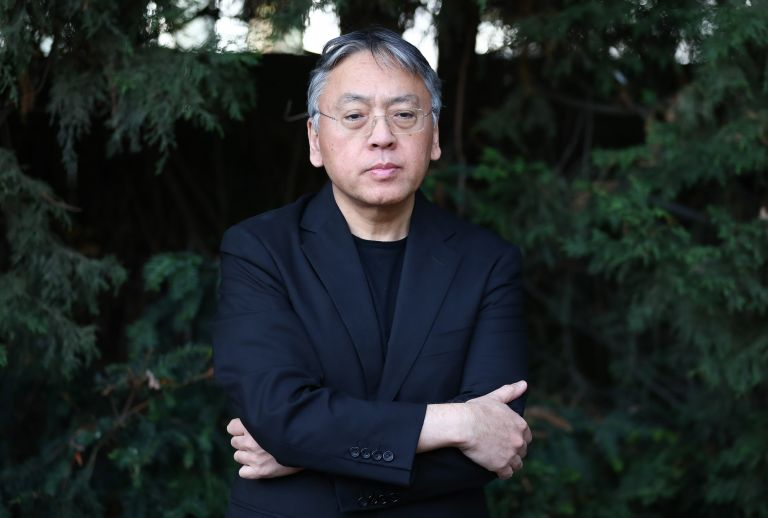 """Καζούο Ισιγκούρο: «Χρειάζεται """"εξωστρέφεια"""" στη λογοτεχνία»   tovima.gr"""