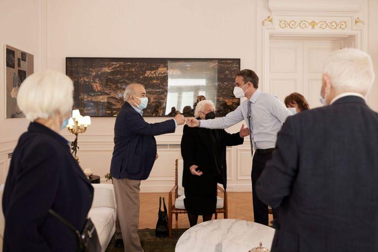 Νέα έκκληση Μητσοτάκη στους ηλικιωμένους να εμβολιαστούν – Συνάντηση στο Μαξίμου με 7 πολίτες 64 έως 93 ετών | tovima.gr
