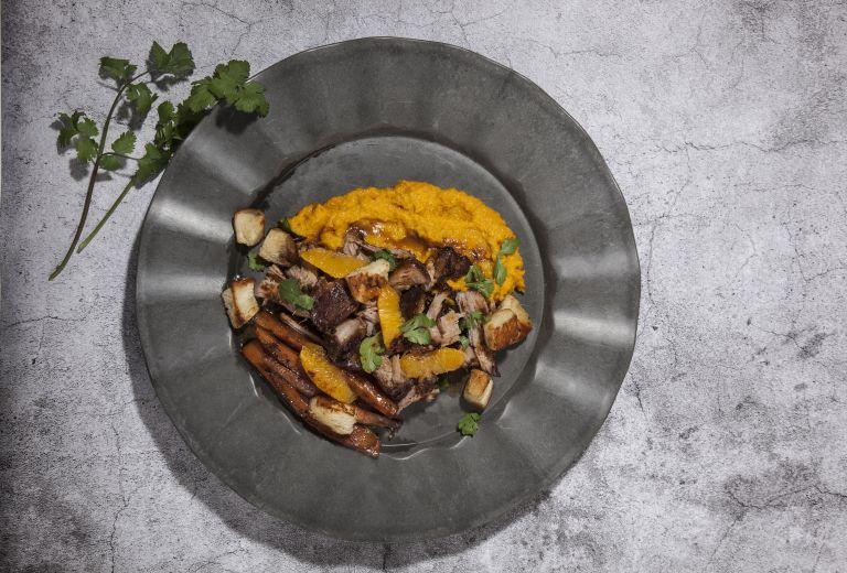 Αρνί με καρότα, κουμκουάτ και «πολίτικο» άρωμα | tovima.gr