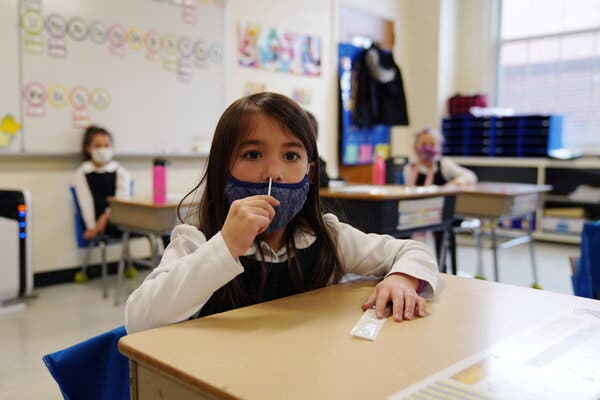 Κοντοζαμάνης: Μόνο για το πρώτο διάστημα διπλά self test στα σχολεία   tovima.gr