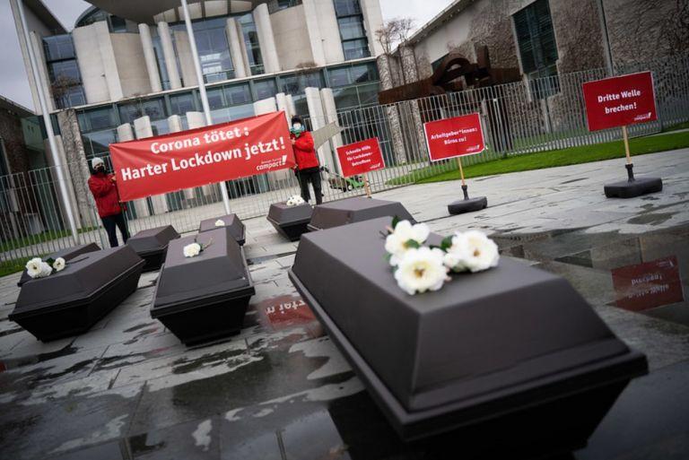Γερμανία : Διαδήλωση υπέρ της επιβολής αυστηρότερου lockdown στο Βερολίνο | tovima.gr
