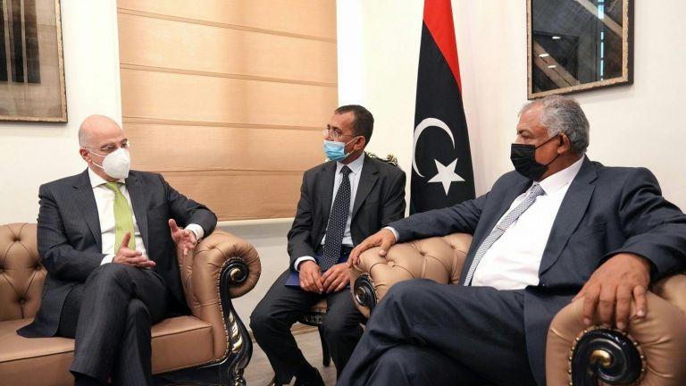 Στη Βεγγάζη ο Δένδιας – Συνάντηση με τον αναπληρωτή πρωθυπουργό της Λιβύης | tovima.gr