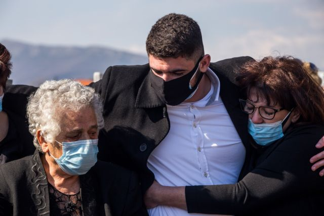 Γιώργος Καραϊβάζ: Ήξεραν όλοι ότι είναι νεκρός, εκτός από τη μητέρα του | tovima.gr