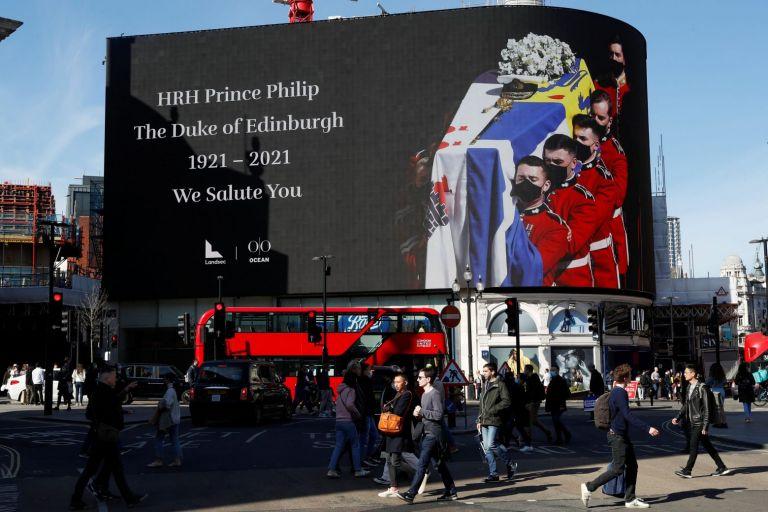 Η Βρετανία αποχαιρέτησε τον πρίγκιπα Φίλιππο – Τα δάκρυα και η μοναξιά της Ελισάβετ | tovima.gr