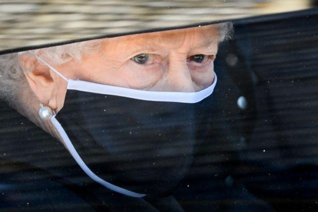 Ελισάβετ : Η πρώτη δημόσια εμφάνιση μετά την κηδεία του Φίλιππου | tovima.gr