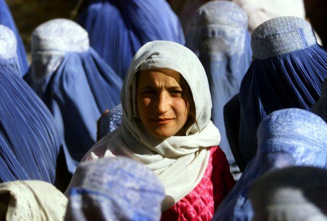 Αφγανιστάν : Κραυγή αγωνίας από τις γυναίκες – Φόβοι ότι οι Ταλιμπάν θα επιστρέψουν | tovima.gr