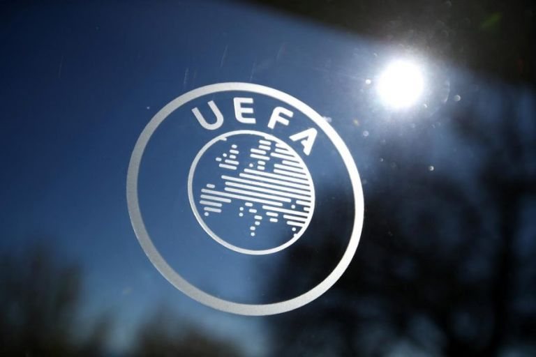 Η UEFA τιμώρησε τους Άγγλους για το λέιζερ στον Σμάιχελ | tovima.gr