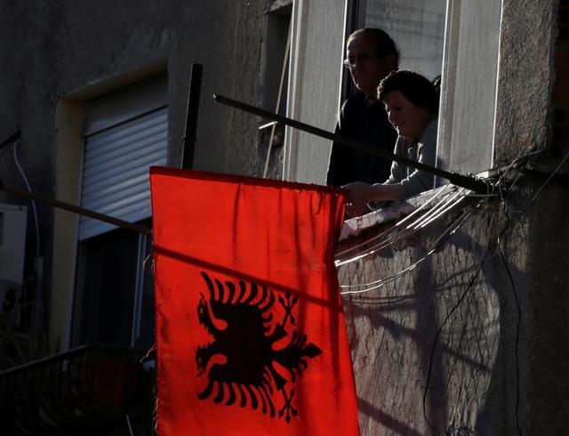 Αλβανία : Ένας νεκρός και τρεις τραυματίες από πυροβολισμούς   tovima.gr