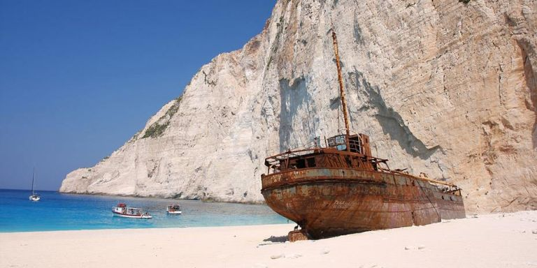 Daily Telegraph: Fifteen Greek islands for this year's holidays   tovima.gr