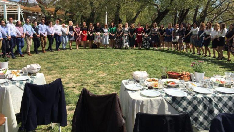 Πασχαλινό τραπέζι : Πόσοι επιτρέπονται – Τι εισηγούνται οι ειδικοί | tovima.gr