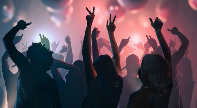 Κρήτη: Κόλλησαν αφίσες και καλούν κόσμο σε κορονοπάρτι | tovima.gr