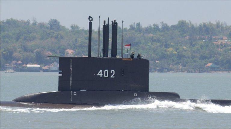 Ινδονησία:  Εντοπίστηκαν συντρίμμια – Εκτιμάται ότι ανήκουν στο υποβρύχιο -Βυθίστηκε στα 850μ. | tovima.gr