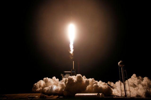 Στον Διεθνή Διαστημικό Σταθμό ο πύραυλος της SpaceX   tovima.gr