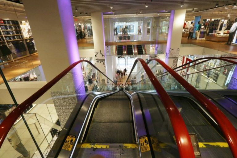 Lockdown: Ανεβάζουν ρολά mall και κέντρα αισθητικής – Πώς θα λειτουργήσουν | tovima.gr