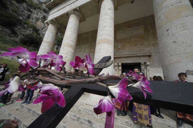 Εθιμα του Πάσχα: Σαϊτοπόλεμος, μπότηδες κ.α | tovima.gr