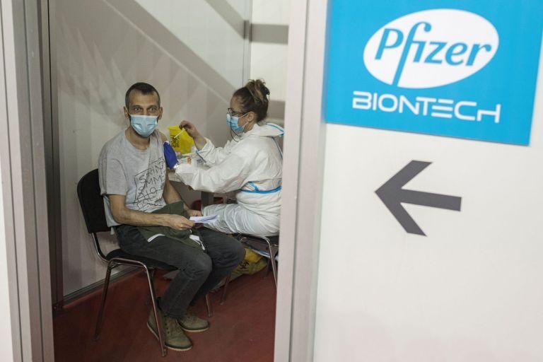 Εμβόλιο Pfizer: Τρίτη δόση μετά από 9 – 12 μήνες για 100% προστασία | tovima.gr