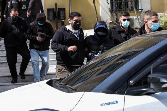 Μένιος Φουρθιώτης: Τι είπε στους αστυνομικούς ο παρουσιαστής – Τι ισχυρίζονται οι συγκατηγορούμενοί του | tovima.gr
