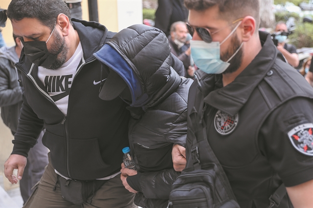 Σκηνοθέτησε τις επιθέσεις για να έχει φρούρηση | tovima.gr