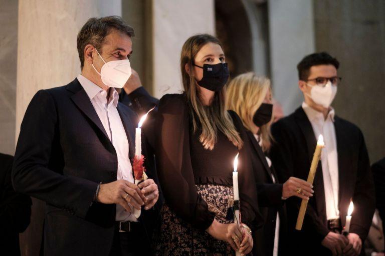 Ανάσταση στον Αγιο Διονύσιο έκανε η οικογένεια Μητσοτάκη | tovima.gr