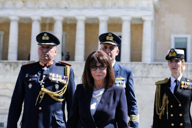 Στο πλευρό των ακριτών η Κατερίνα Σακελλαροπούλου – Το μήνυμα για το Πάσχα   tovima.gr