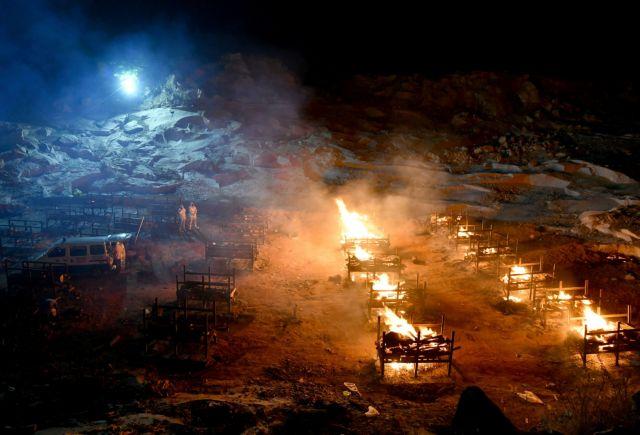 Κορωνοϊός: Διεθνής κατακραυγή με ανάρτηση που ειρωνεύεται την καύση νεκρών στην Ινδία | tovima.gr