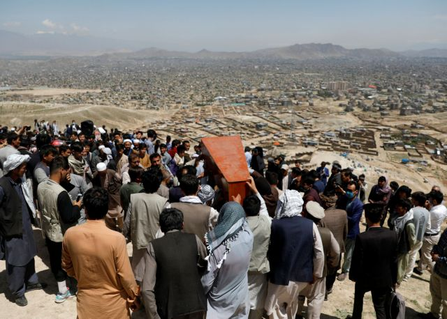 Αφγανιστάν: Στους 68 οι νεκροί από τη βομβιστική επίθεση έξω από σχολείο   tovima.gr