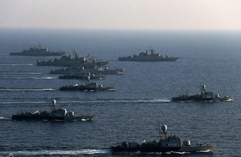 Στενά του Ορμούζ: Προειδοποιητικά πυρά Αμερικανών σε ιρανικά σκάφη | tovima.gr