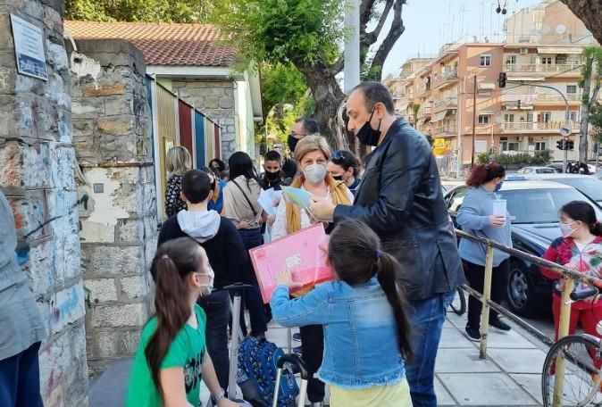 Σχολεία: Στα 3.000 τα θετικά self test | tovima.gr