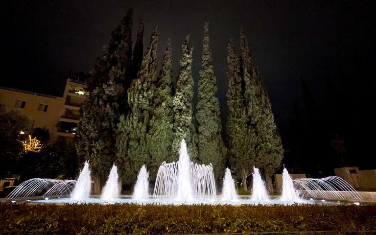 «Μεταμορφώθηκαν» τα πρώτα 20 σιντριβάνια της πόλης από το Δήμο Αθηναίων | tovima.gr
