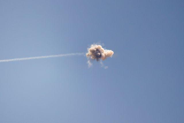 Χάος στο αεροδρόμιο του Τελ Αβίβ – Κόσμος τρέχει πανικόβλητος μετά από έκρηξη ρουκέτας | tovima.gr