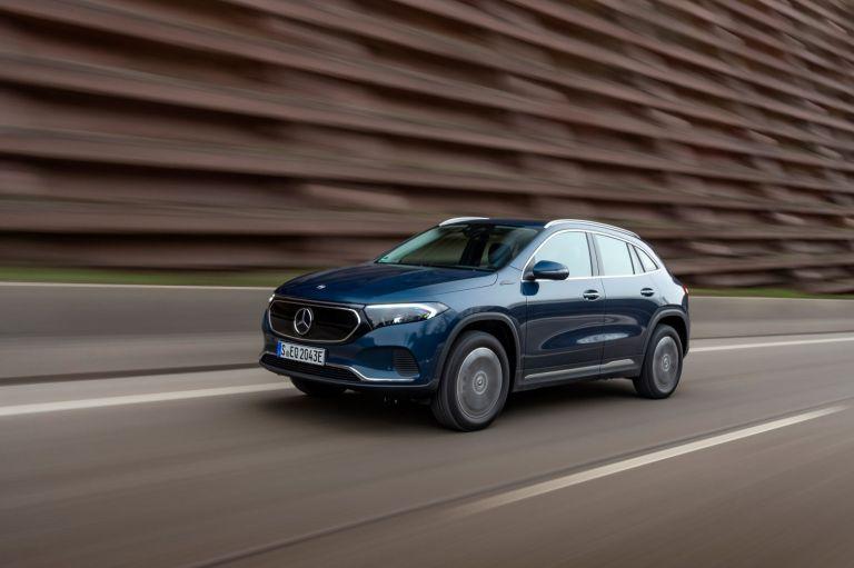 Νέες τετρακίνητες εκδόσεις διαθέσιμες για την Mercedes EQA | tovima.gr