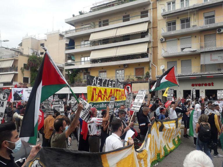 Ένταση έξω από την ισραηλινή πρεσβεία σε συγκέντρωση υπέρ των Παλαιστινίων   tovima.gr