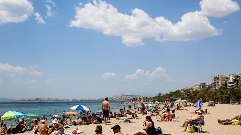 Άρση lockdown: Γέμισαν κόσμο οι παραλίες σε Αθήνα-Θεσσαλονίκη | tovima.gr